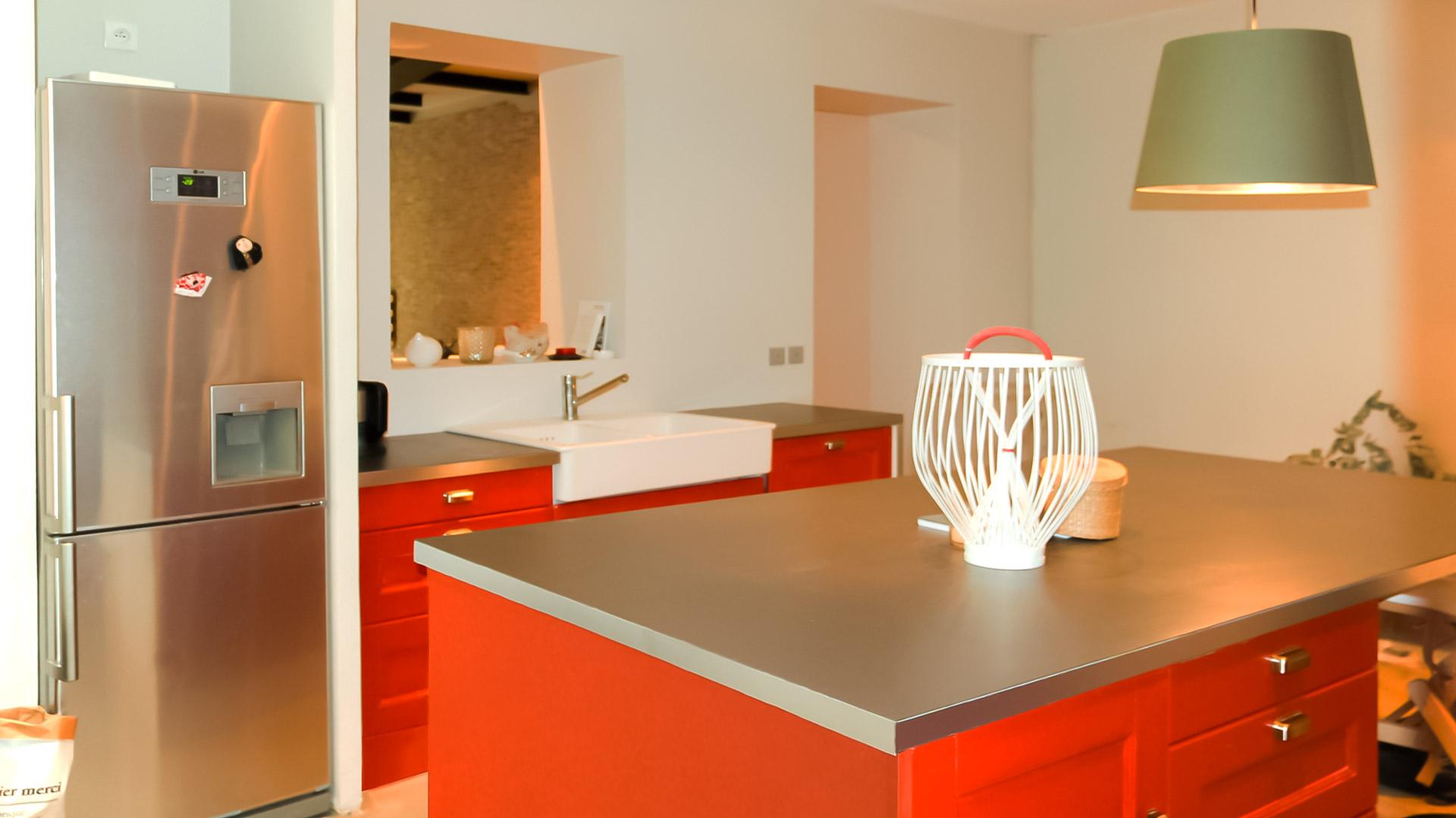 Appartement rue marcadet julie delacommune for Ilot central inox cuisine