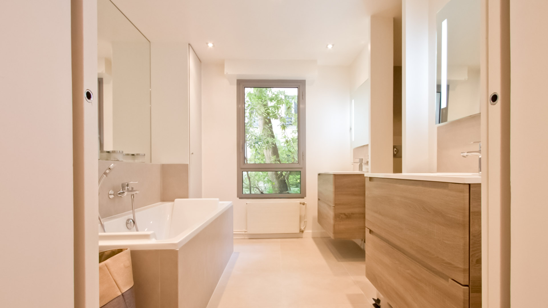 Loft 150m2 rue vieille du temple julie delacommune - Salle de bain loft ...
